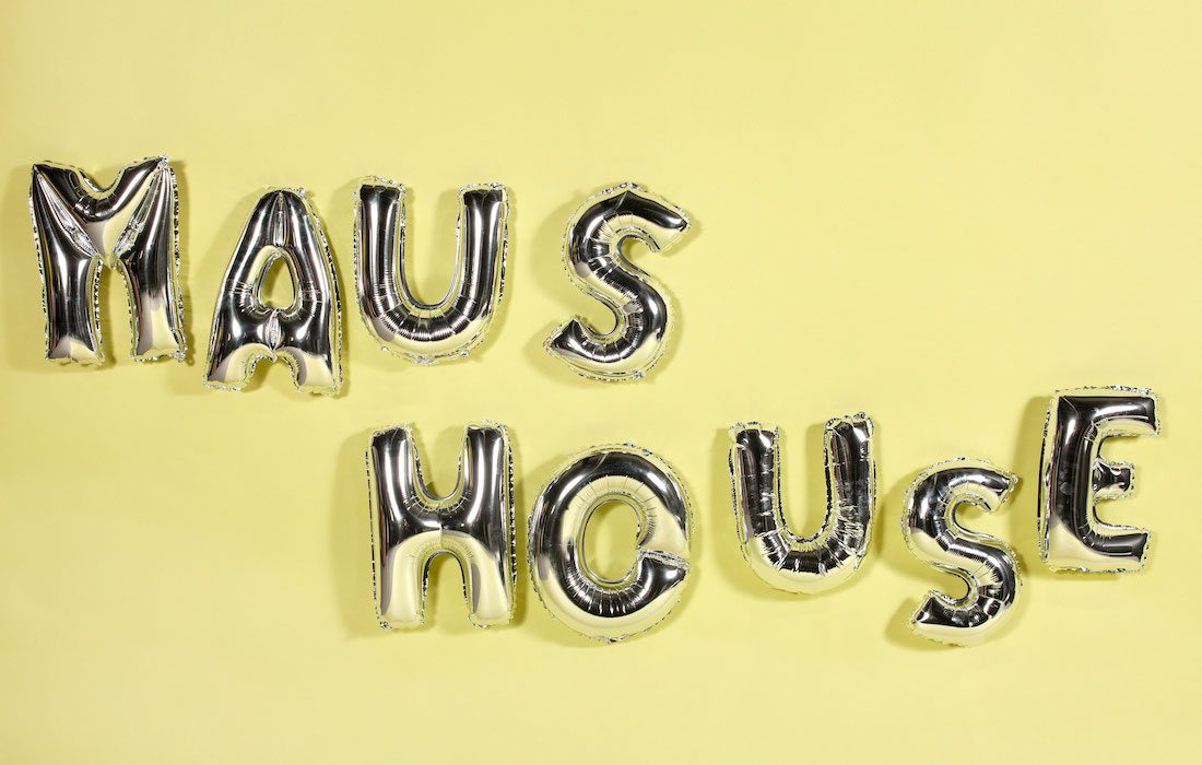 maus house balloons
